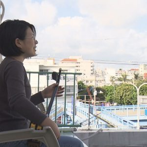「15歳のとき、私は何をしていただろう」。沖縄テレビ放送・平良いずみディレクターの『菜の花の沖縄日記』の書評を紹介します